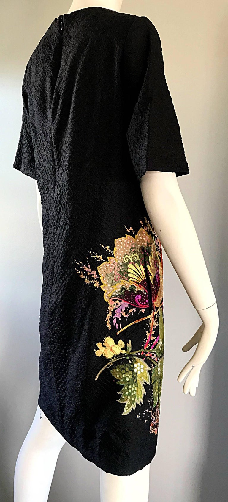 Vintage Etro 1990s Black Silk Size 40 Floral Print Short Sleeve 90s Shift Dress In Excellent Condition For Sale In Chicago, IL