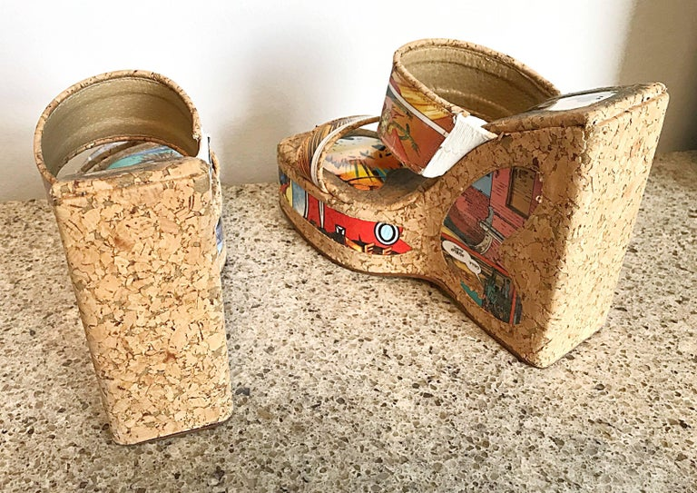 Rare 1990s Designer Comic Book Novelty Print Size 38 / 8 Cork Vintage Wedges  In Excellent Condition For Sale In San Francisco, CA