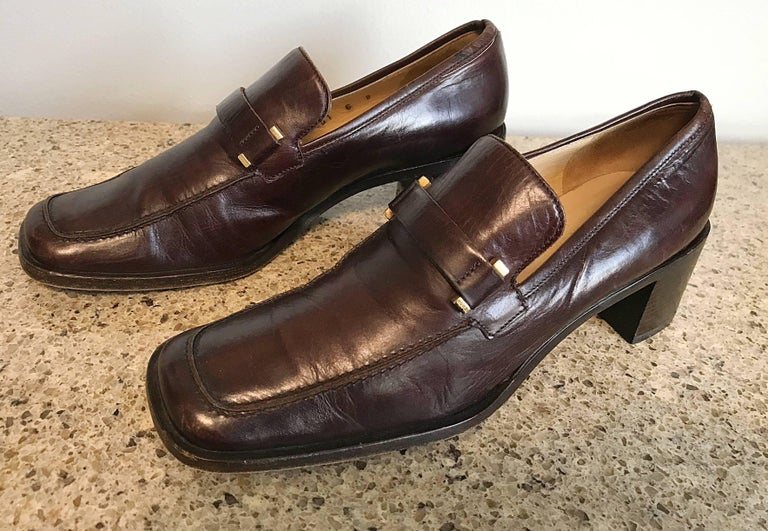 Black Gucci by Tom Ford 1990s Chocolate Brown Size 36 / 6 Stacked Heel Loafers Shoes  For Sale