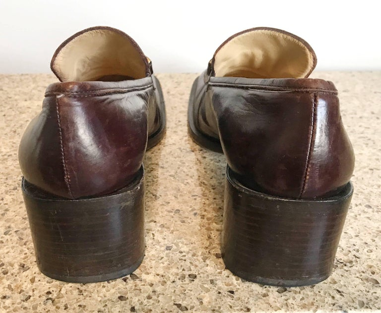 Gucci by Tom Ford 1990s Chocolate Brown Size 36 / 6 Stacked Heel Loafers Shoes  In Excellent Condition For Sale In Chicago, IL
