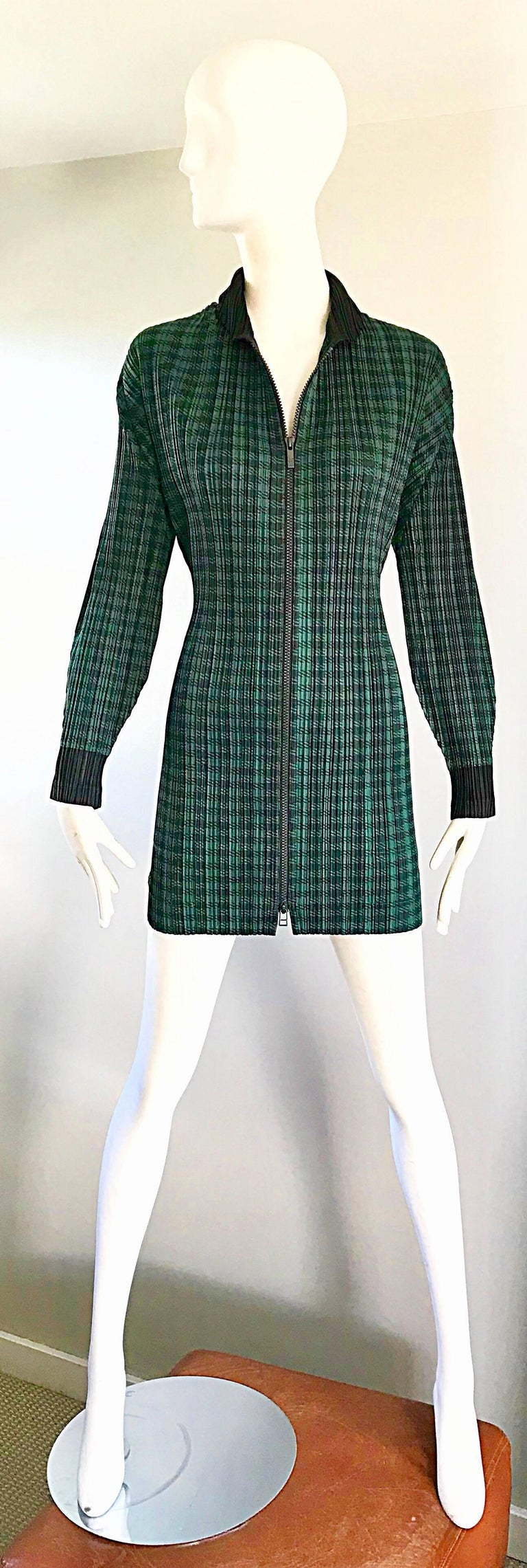 A,azomg 1990s ISSEY MIYAKE PLEATS PLEASE larger size green and black checkered jacket OR mini dress! Features signature micro pleats that allow stretch to fit. Black zipper up the front. Can easily be worn as either a jacket or a dress. Great belted