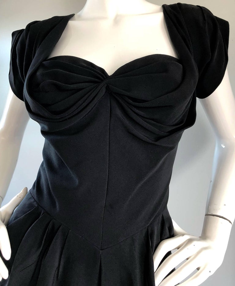 1950s Dorothy O'Hara Black Crepe Cap Sleeve Sweetheart Neck Vintage 50s Dress In Excellent Condition For Sale In Chicago, IL