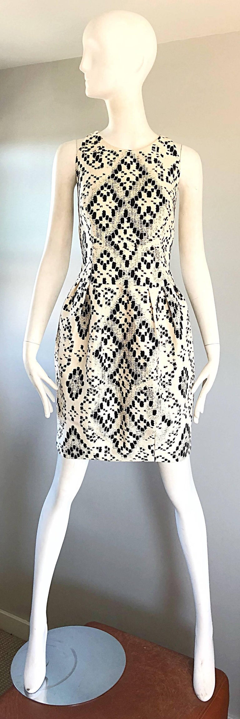 Beautiful GIAMBATTISTA VALLI black and white geometric abstract sleeveless dress! Features a heavy texture cotton that holds shape nicely. Pockets at each side of the hips. Fitted bodice, with a flattering and forgiving full skirt, and tapered hem.