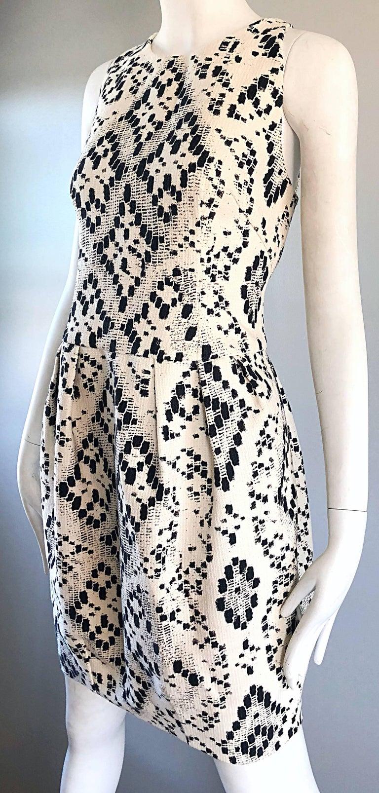 Women's Giambattista Valli Size 10 / 12 Black and White Abstract Sleeveless Dress For Sale
