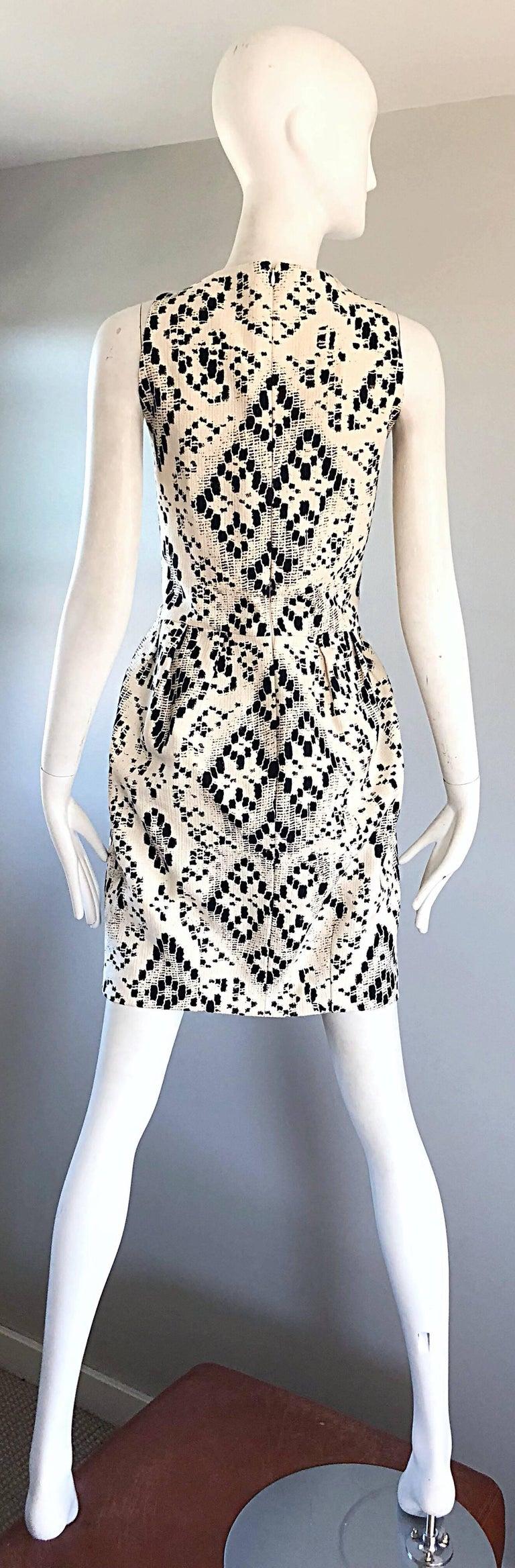 Giambattista Valli Size 10 / 12 Black and White Abstract Sleeveless Dress For Sale 1