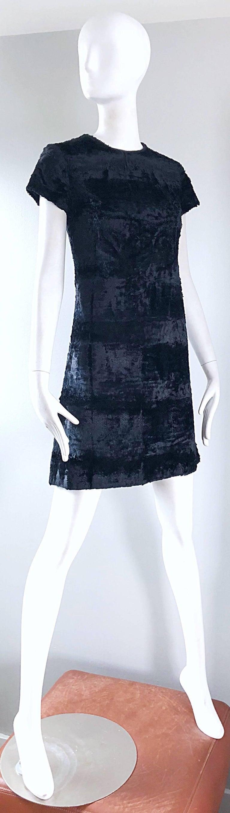 Women's Chic 1960s Saks 5th Avenue Faux Fur Black Shift A - Line Mod Vintage 60s Dress For Sale