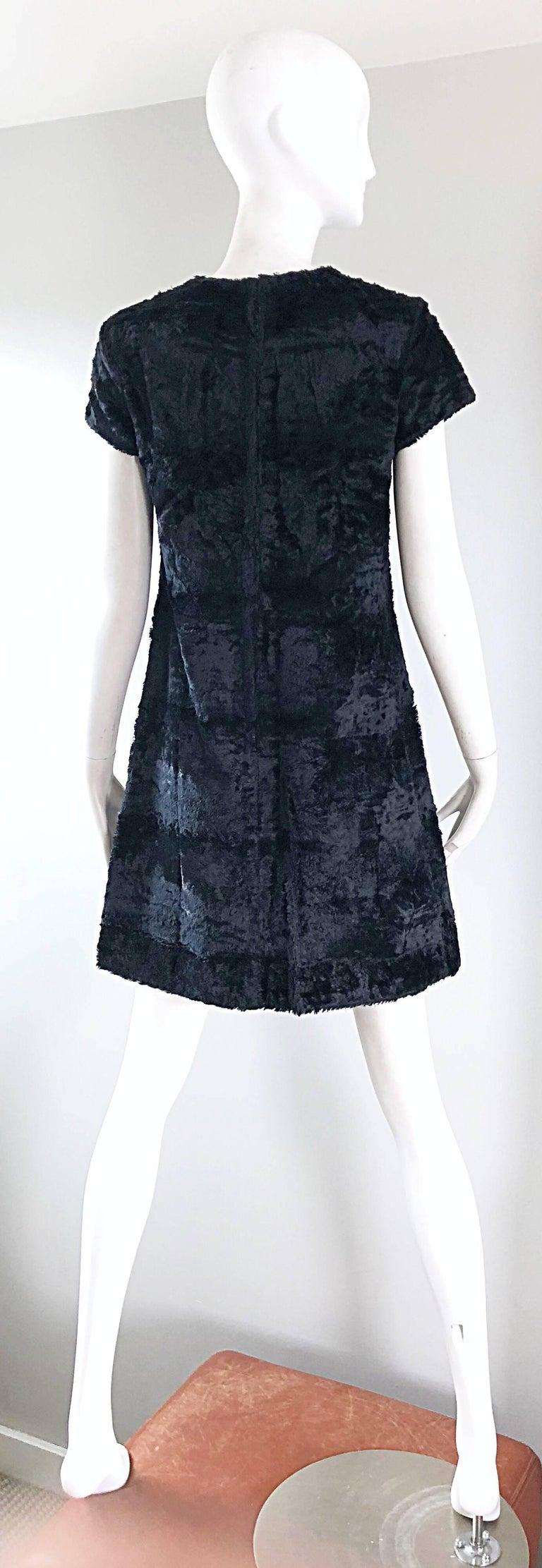 Chic 1960s Saks 5th Avenue Faux Fur Black Shift A - Line Mod Vintage 60s Dress For Sale 1