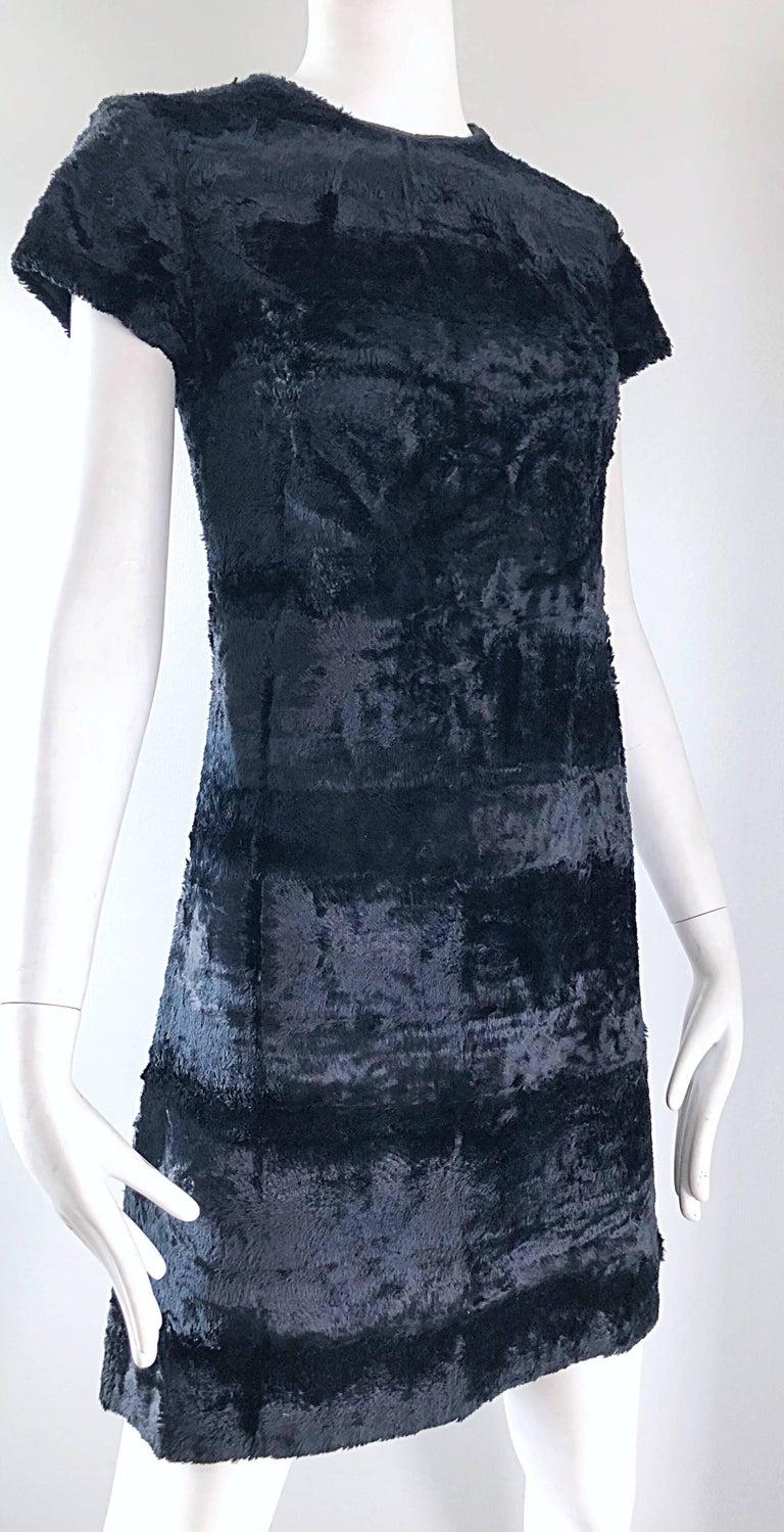 Chic 1960s Saks 5th Avenue Faux Fur Black Shift A - Line Mod Vintage 60s Dress For Sale 2