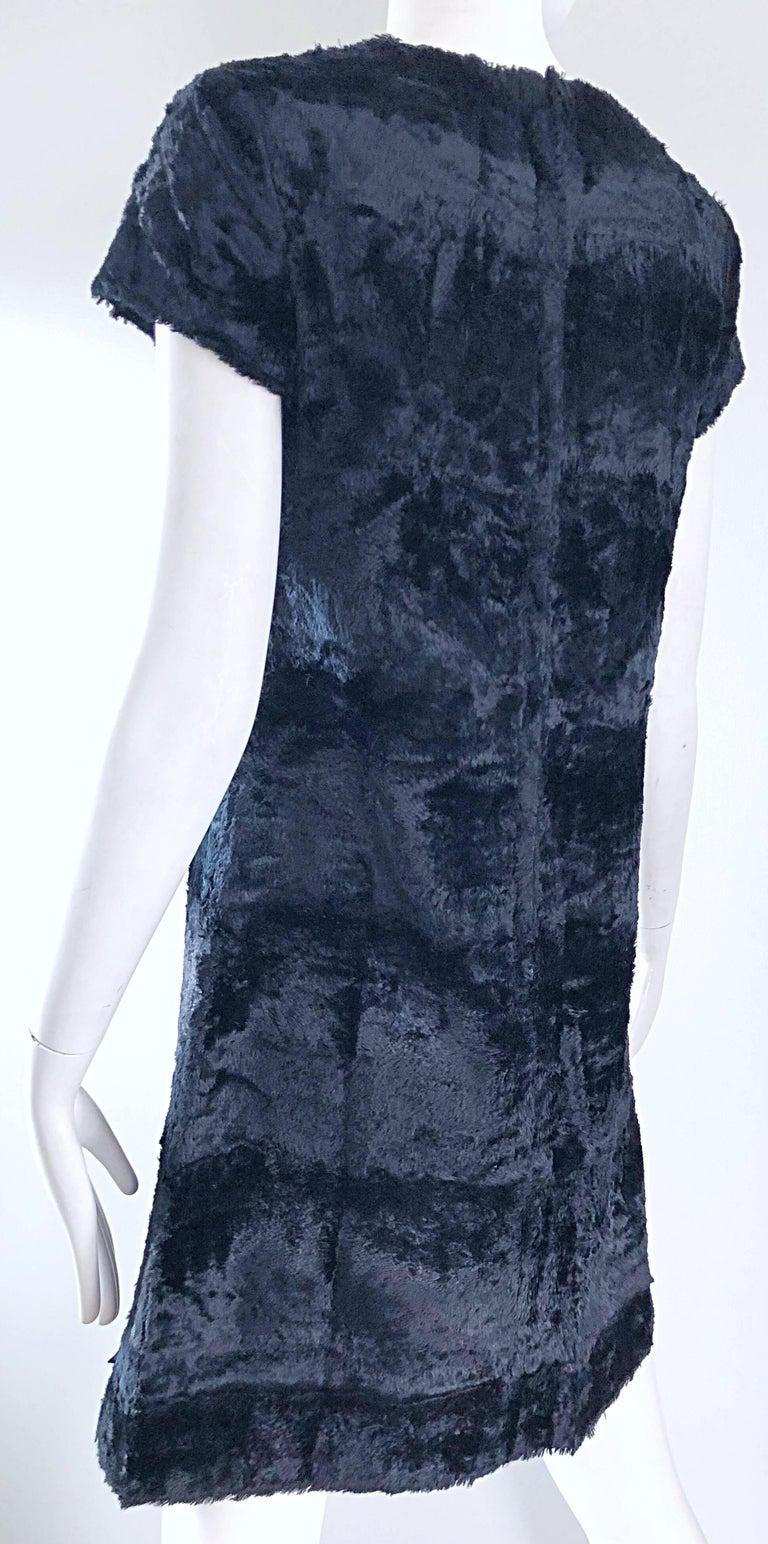 Chic 1960s Saks 5th Avenue Faux Fur Black Shift A - Line Mod Vintage 60s Dress For Sale 3
