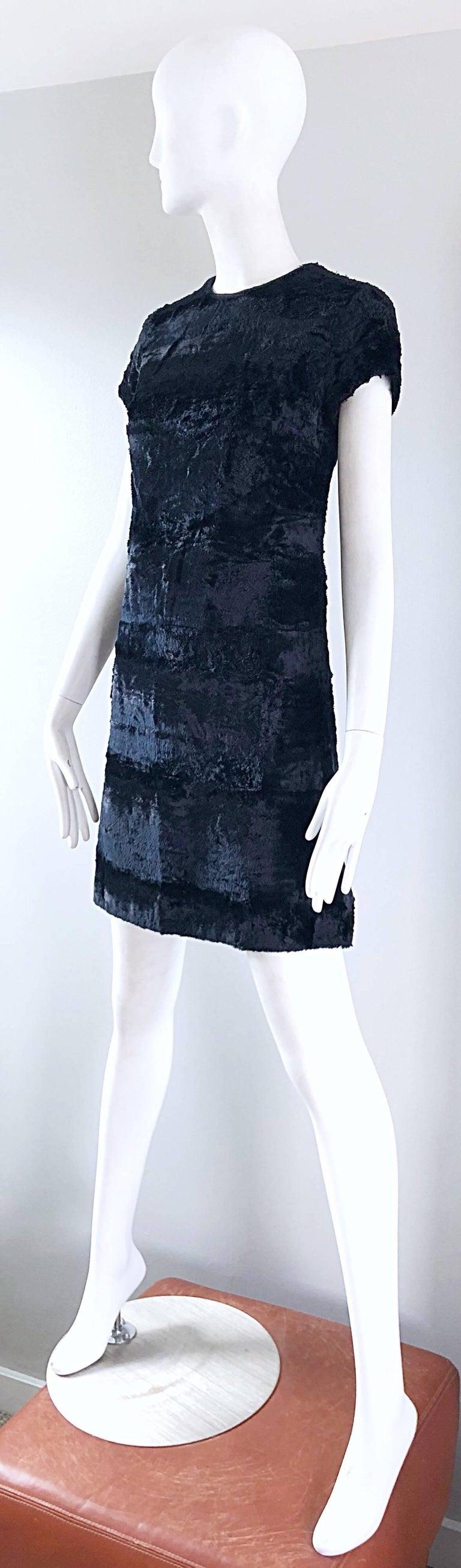 Chic 1960s Saks 5th Avenue Faux Fur Black Shift A - Line Mod Vintage 60s Dress For Sale 5