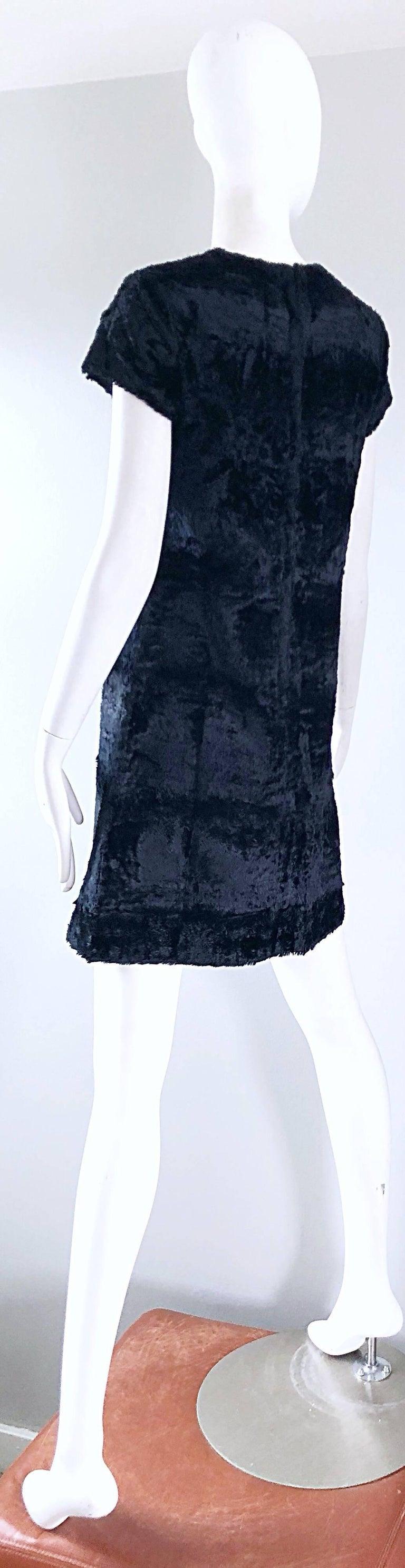 Chic 1960s Saks 5th Avenue Faux Fur Black Shift A - Line Mod Vintage 60s Dress For Sale 9