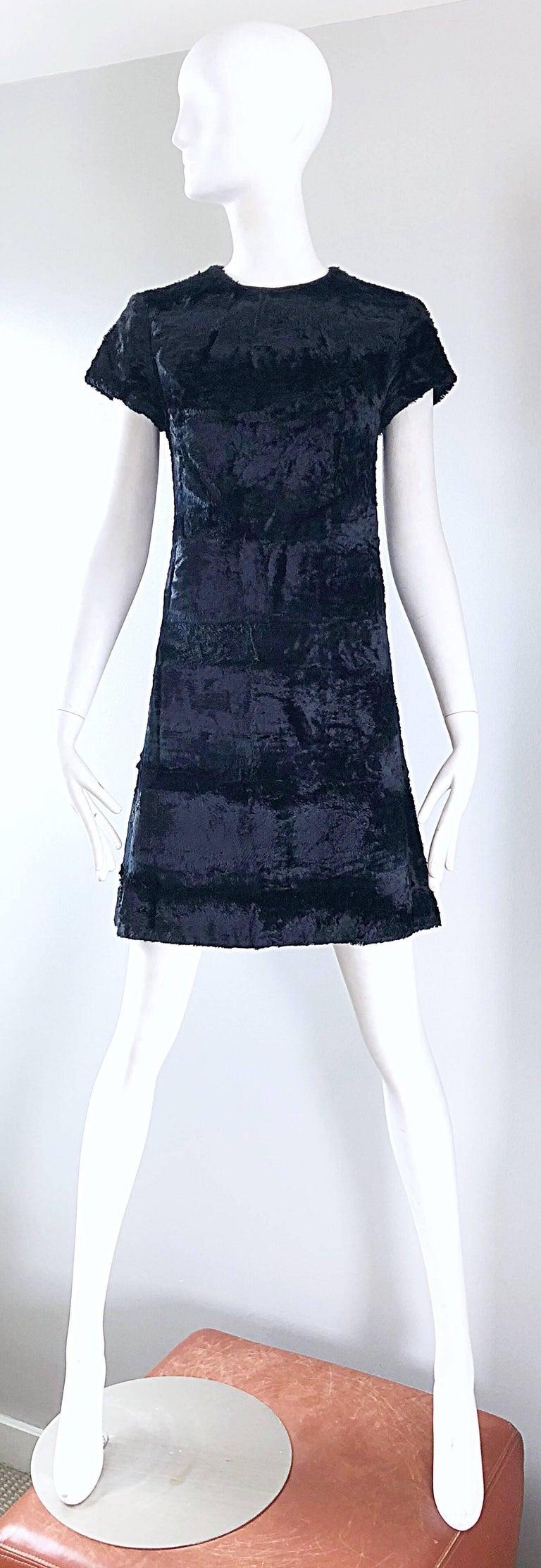 Chic 1960s Saks 5th Avenue Faux Fur Black Shift A - Line Mod Vintage 60s Dress For Sale 11