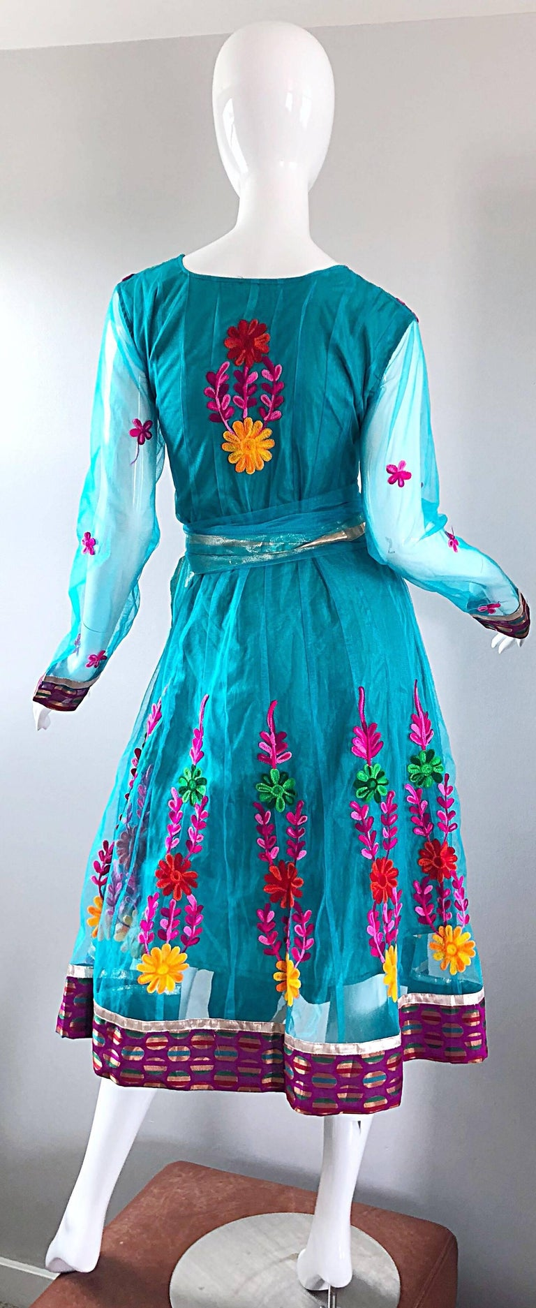 Women's Gorgeous 1970s Turquoise Blue Embroidered Vintage Indian Kurta 70s Dress + Sash For Sale