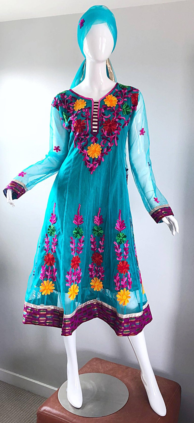 Gorgeous 1970s Turquoise Blue Embroidered Vintage Indian Kurta 70s Dress + Sash For Sale 1