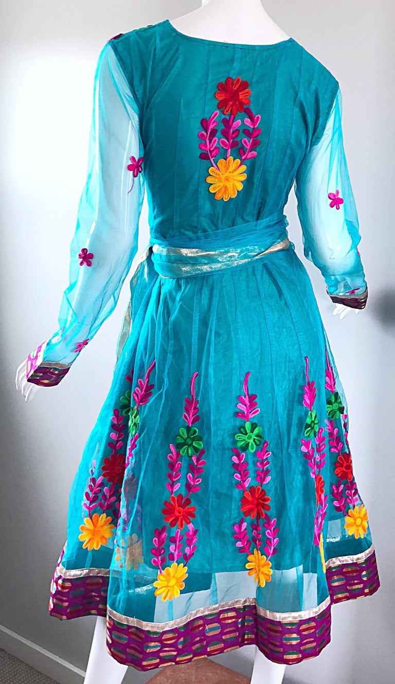 Gorgeous 1970s Turquoise Blue Embroidered Vintage Indian Kurta 70s Dress + Sash For Sale 3