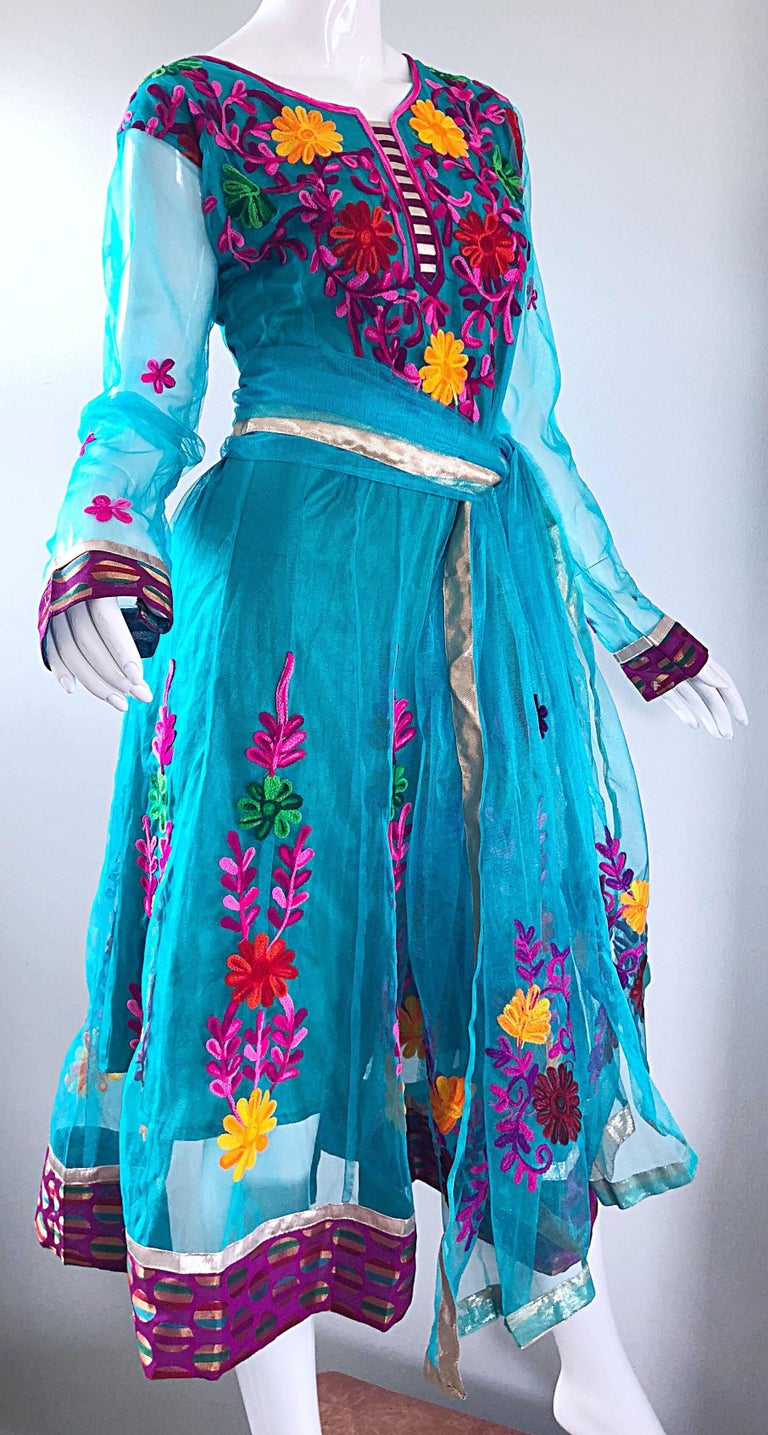 Gorgeous 1970s Turquoise Blue Embroidered Vintage Indian Kurta 70s Dress + Sash For Sale 4