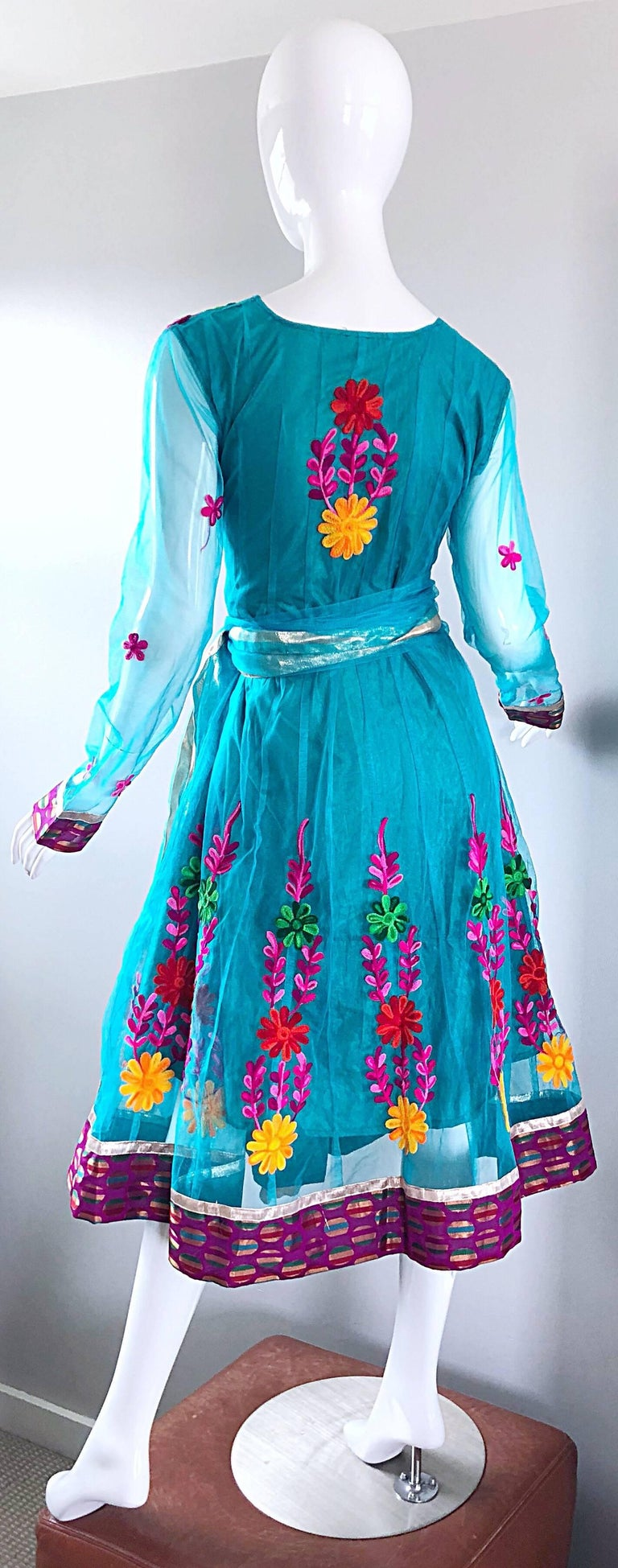 Gorgeous 1970s Turquoise Blue Embroidered Vintage Indian Kurta 70s Dress + Sash For Sale 7