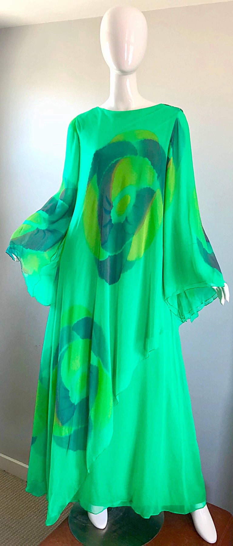 Absolutely stunning 1970s TRAVILLIA hand painted kelly green caftan gown! Features layers upon layers of the finest silk chiffon. Hand painted watercolor prints throughout the front, back and sleeves. Forgiving loose fit drapes the body