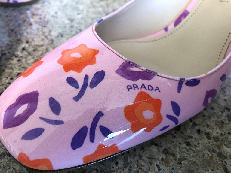 Sold out, and rightfully so PRADA Size 37 / 7 stacked heel lip and flower print pink shoes! Features the now iconic Prada lip prints and flowers throughout. Stylish round tow, with a matching round stacked 2.5