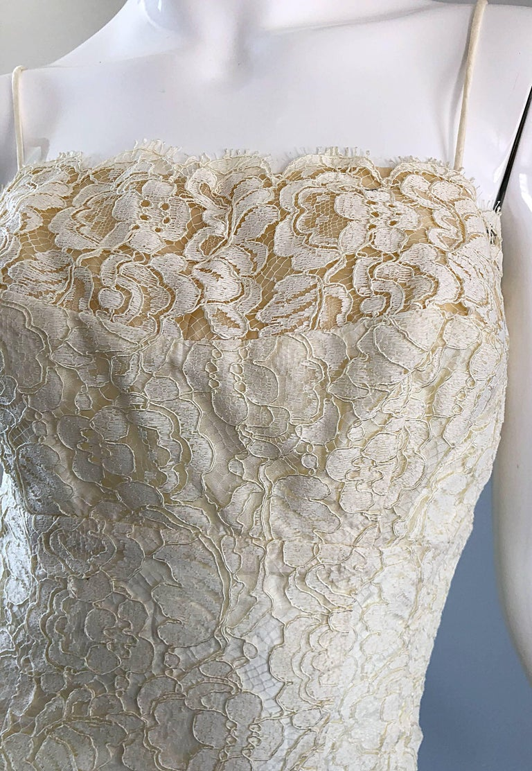 1950s Lilli Diamond Ivory Off - White French Lace Vintage 50s Wiggle Dress In Excellent Condition For Sale In Chicago, IL