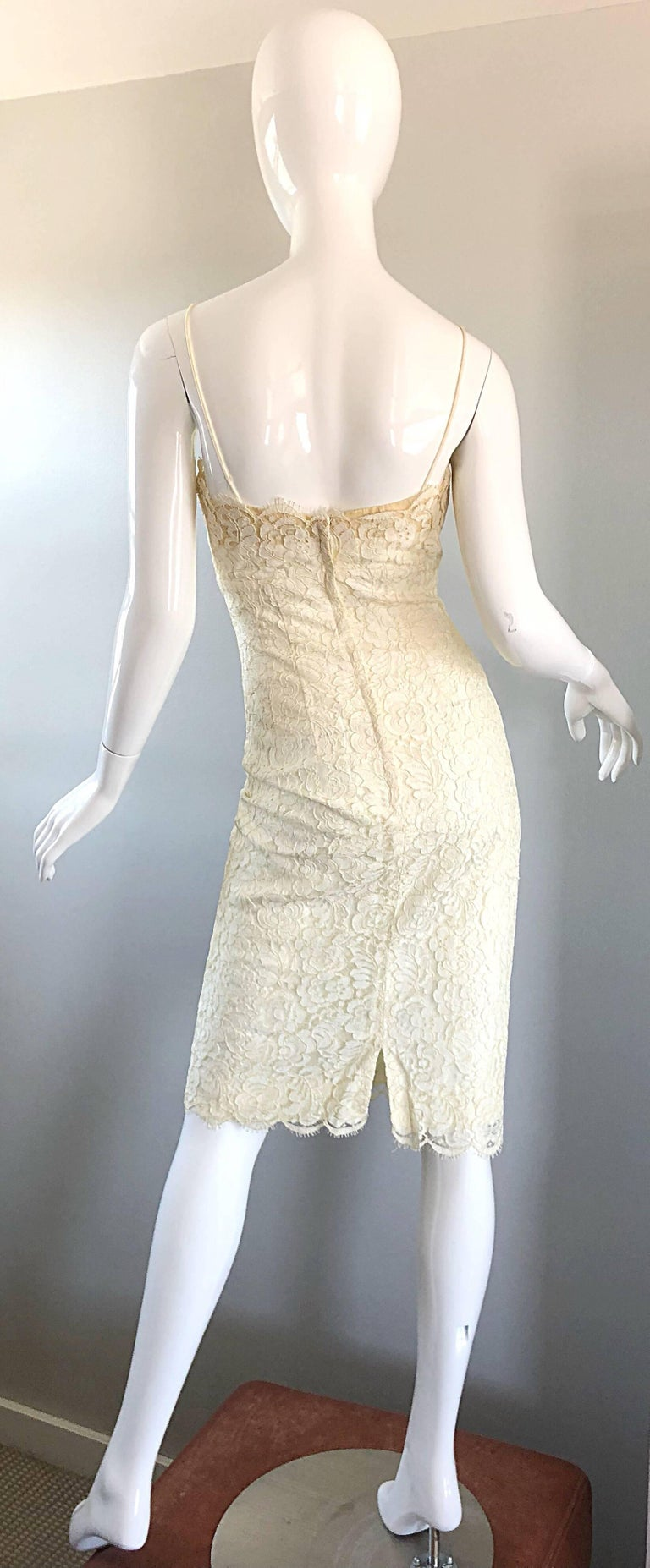 Women's 1950s Lilli Diamond Ivory Off - White French Lace Vintage 50s Wiggle Dress For Sale