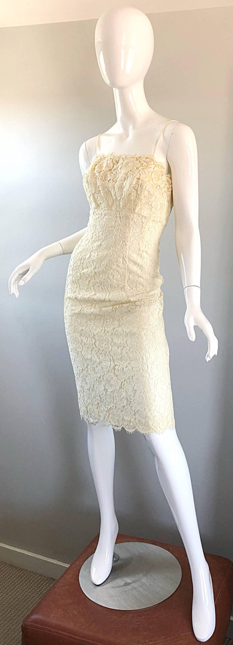 1950s Lilli Diamond Ivory Off - White French Lace Vintage 50s Wiggle Dress For Sale 2