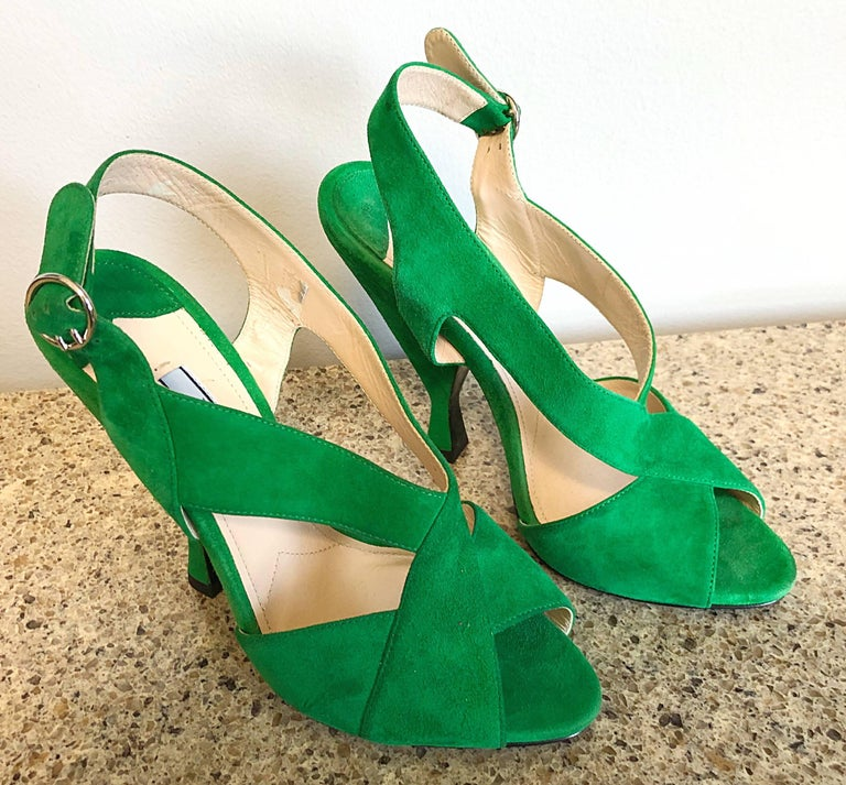 New Prada Size 36.5 / 6.5 Runway Kelly Green Suede Sandal High Heels Shoes In New Condition For Sale In Chicago, IL