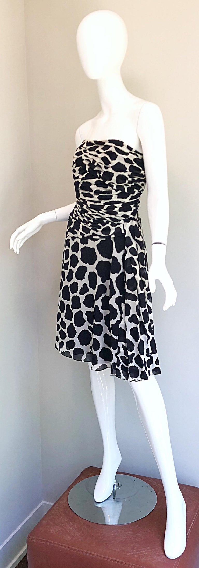 1990s Louis Feraud Size 8 / 10 Black and White Vintage Strapless Chiffon Dress For Sale 3
