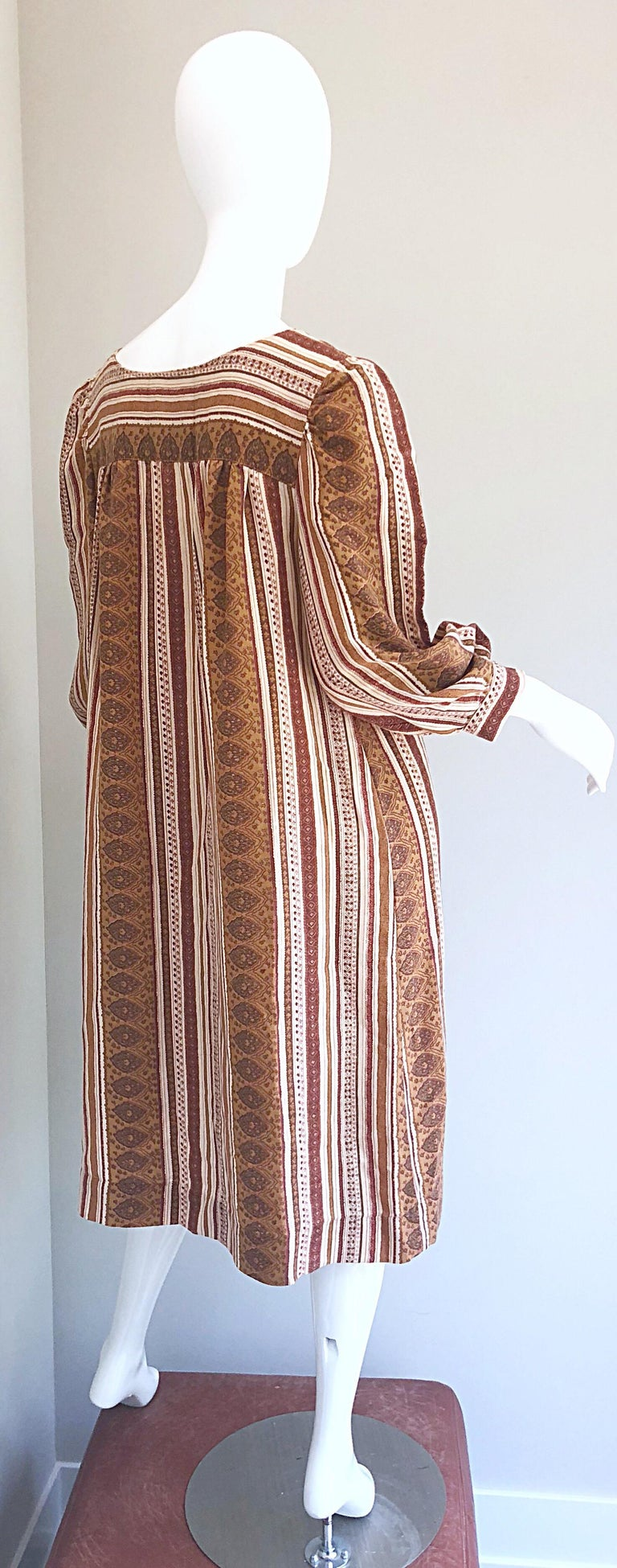 1970s Boho Chic Brown and Ivory Soft Cotton Paisley Print Vintage 70s Dress For Sale 1
