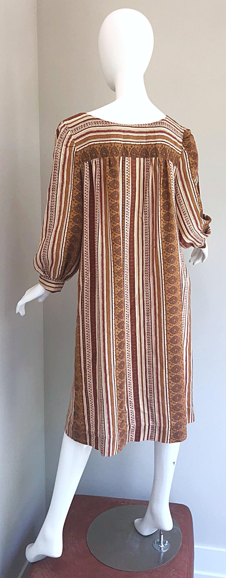 1970s Boho Chic Brown and Ivory Soft Cotton Paisley Print Vintage 70s Dress For Sale 4