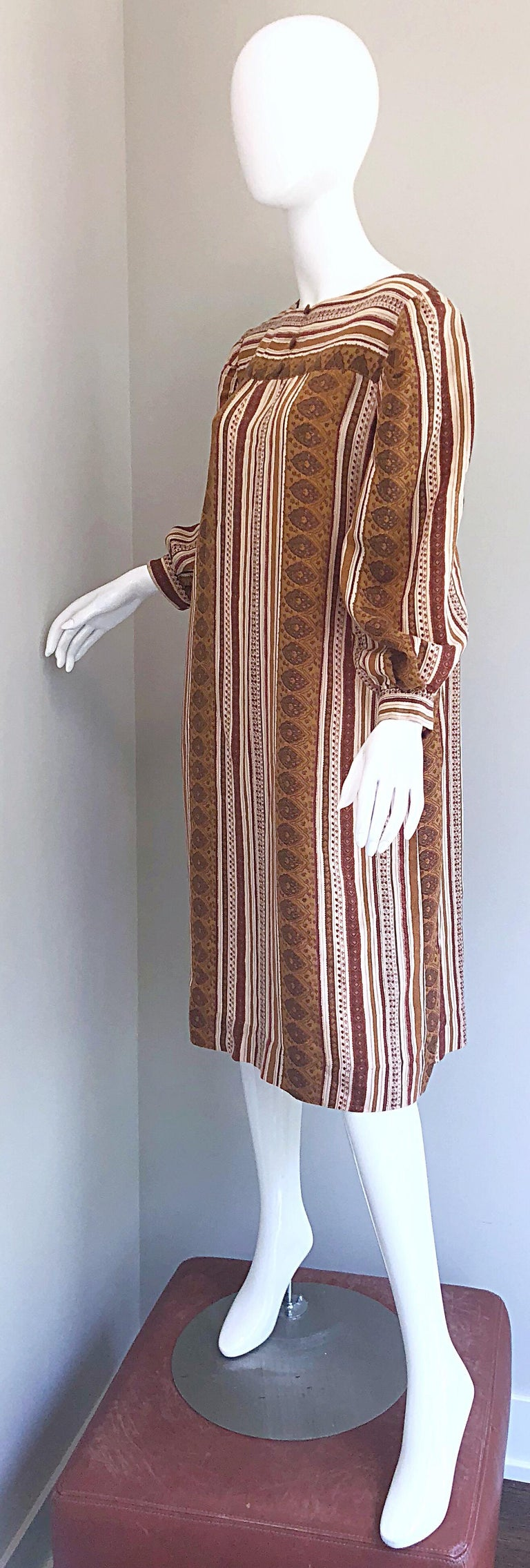1970s Boho Chic Brown and Ivory Soft Cotton Paisley Print Vintage 70s Dress For Sale 5
