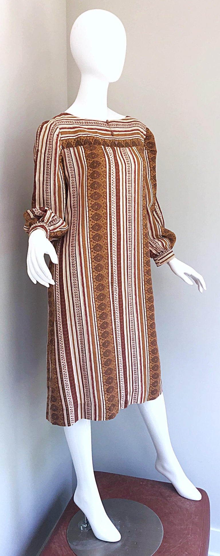 1970s Boho Chic Brown and Ivory Soft Cotton Paisley Print Vintage 70s Dress For Sale 8