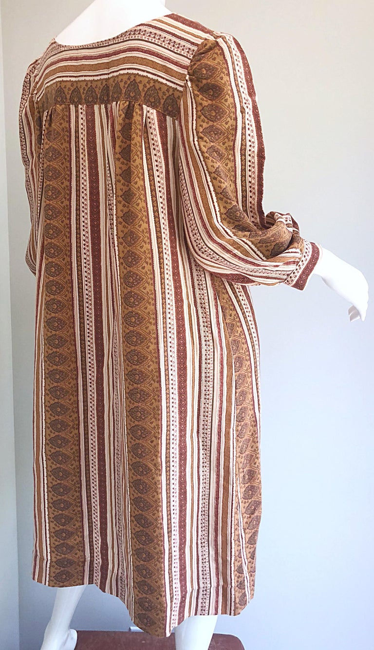 1970s Boho Chic Brown and Ivory Soft Cotton Paisley Print Vintage 70s Dress For Sale 11