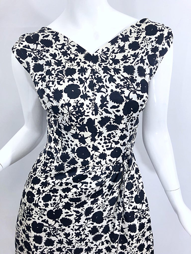 1950s House of Branell Black and White Silk Floral Vintage 50s Wrap Dress In Excellent Condition For Sale In Chicago, IL