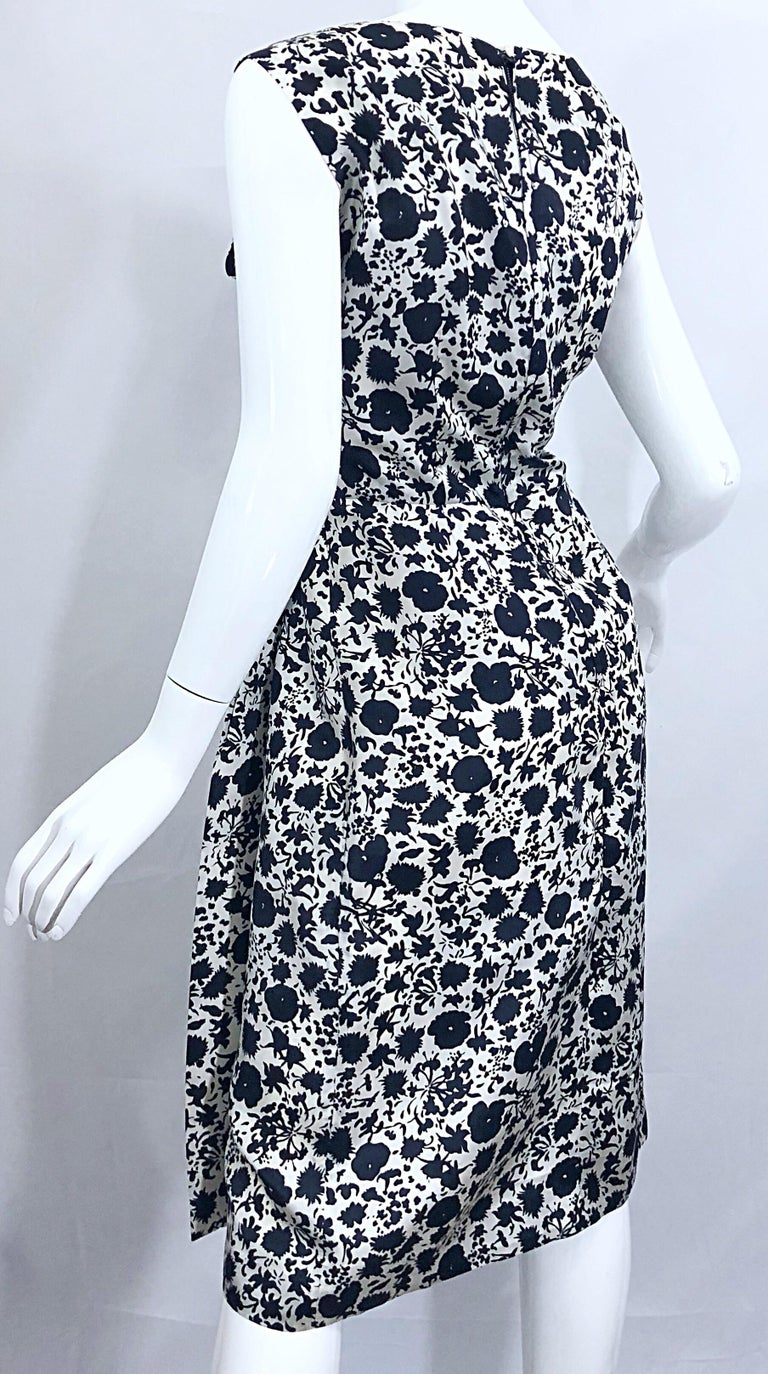 1950s House of Branell Black and White Silk Floral Vintage 50s Wrap Dress For Sale 4