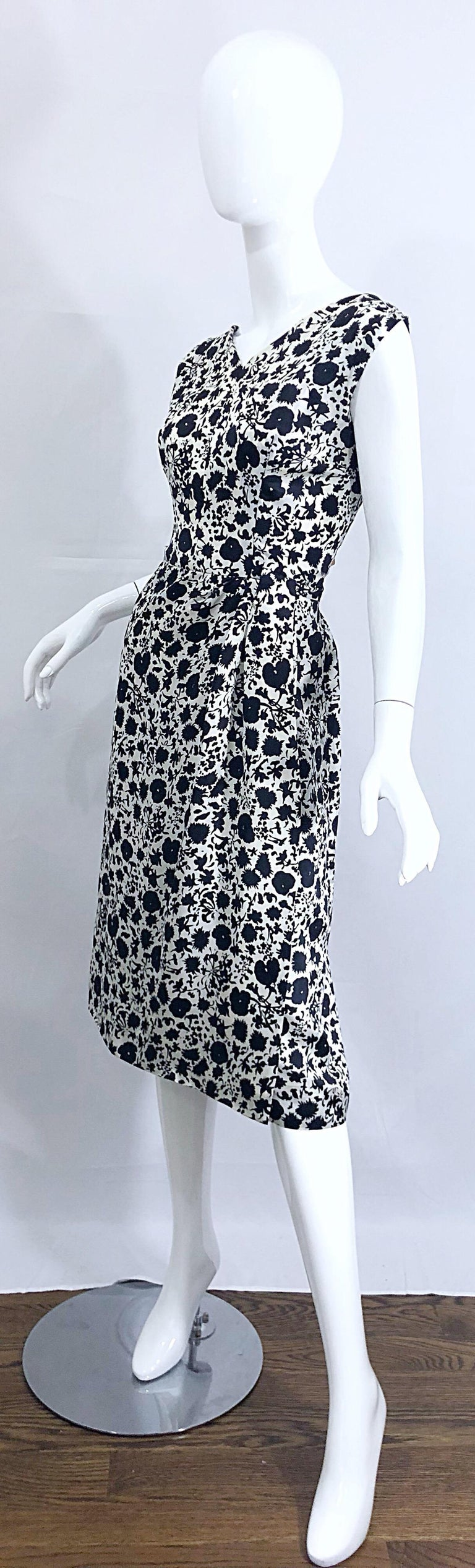 1950s House of Branell Black and White Silk Floral Vintage 50s Wrap Dress For Sale 5