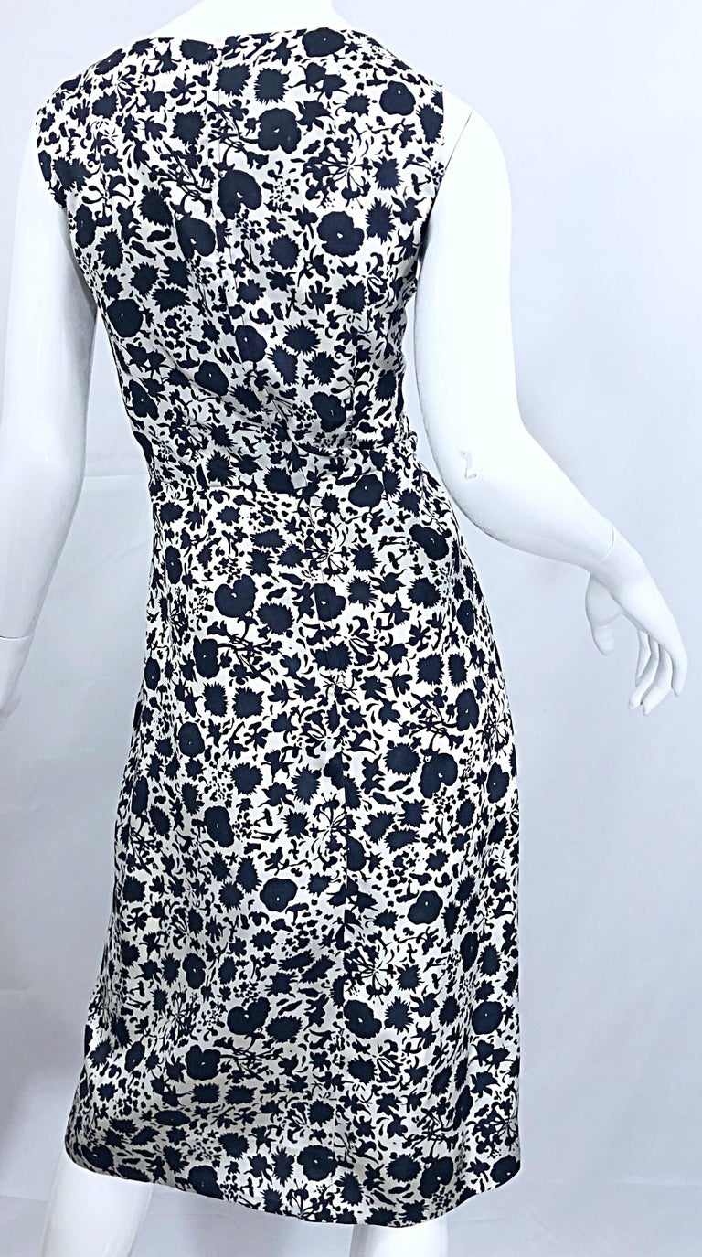 1950s House of Branell Black and White Silk Floral Vintage 50s Wrap Dress For Sale 7