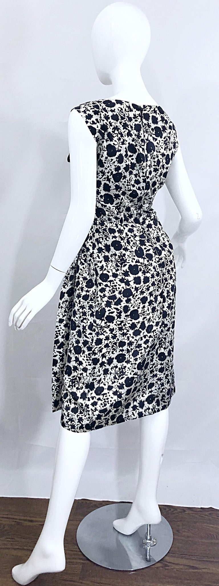 1950s House of Branell Black and White Silk Floral Vintage 50s Wrap Dress For Sale 9