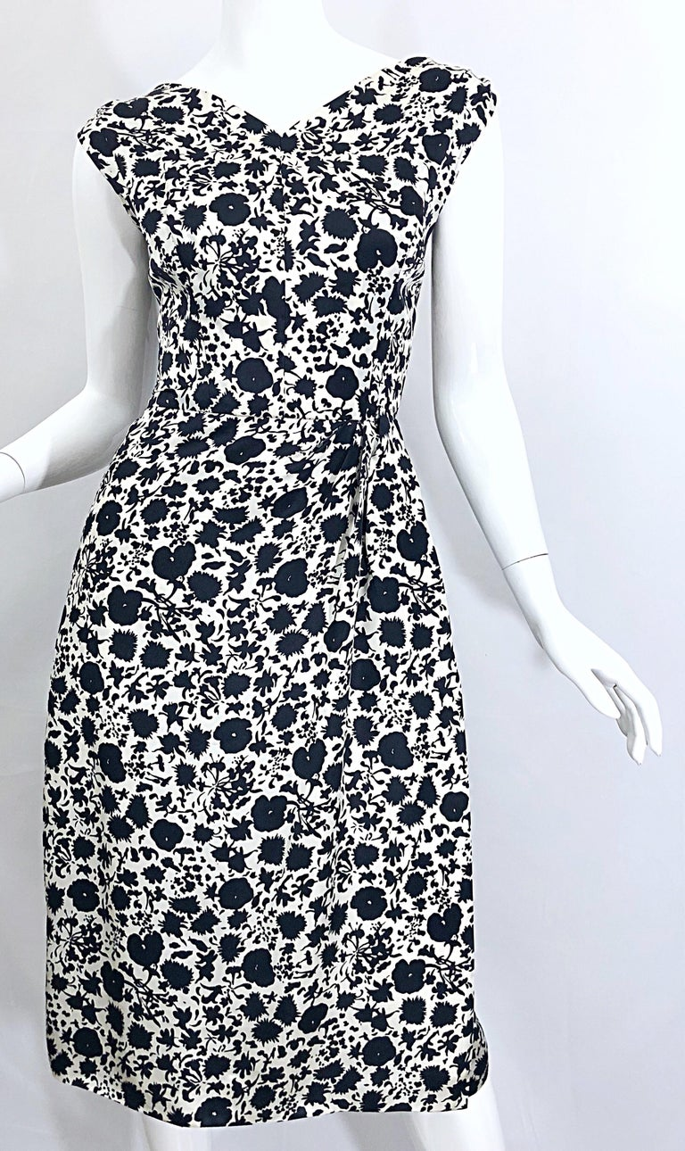 1950s House of Branell Black and White Silk Floral Vintage 50s Wrap Dress For Sale 10