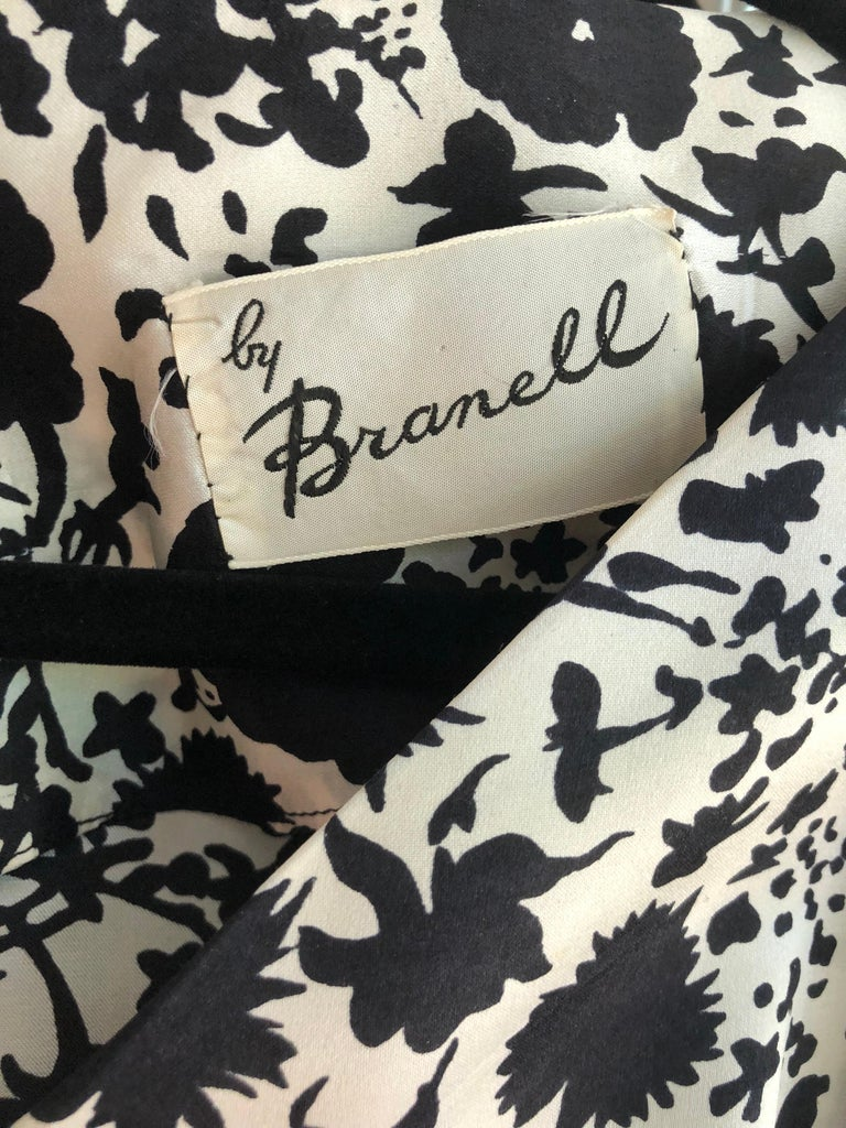 1950s House of Branell Black and White Silk Floral Vintage 50s Wrap Dress For Sale 12