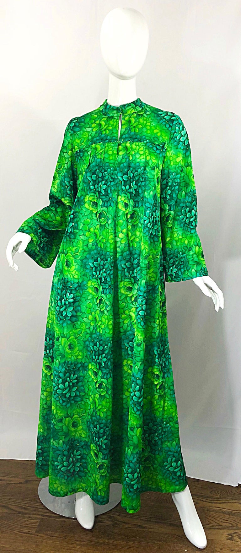Amazing 1970s neon lime green and kelly green abstract flower print caftan maxi dress! Features vibrant shades of green throughout. Buttons up at the neck. Simply slips over the head. Can easily be dressed up or down, belted or alone. Perfect fo
