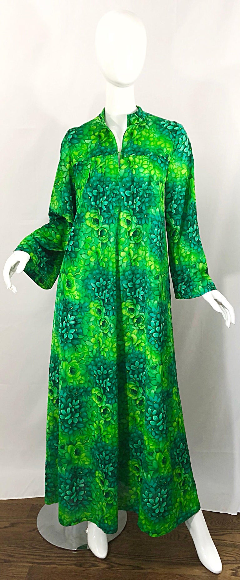 Women's Amazing 1970s Neon + Kelly Green Abstract Flower Print 70s Vintage Caftan Dress For Sale