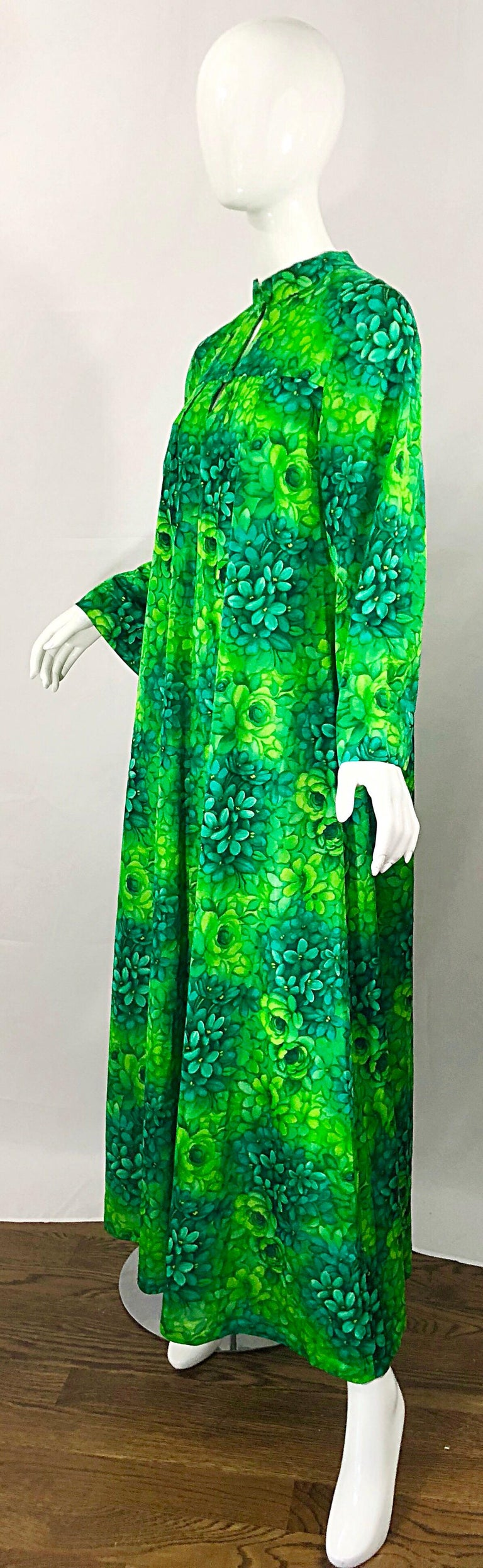 Amazing 1970s Neon + Kelly Green Abstract Flower Print 70s Vintage Caftan Dress For Sale 2