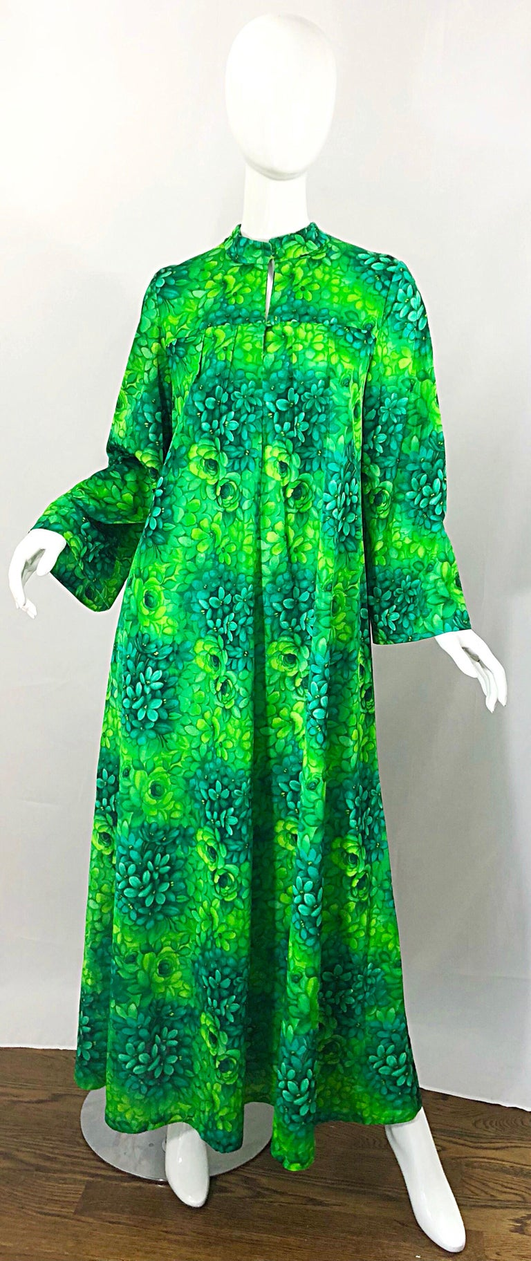 Amazing 1970s Neon + Kelly Green Abstract Flower Print 70s Vintage Caftan Dress For Sale 10