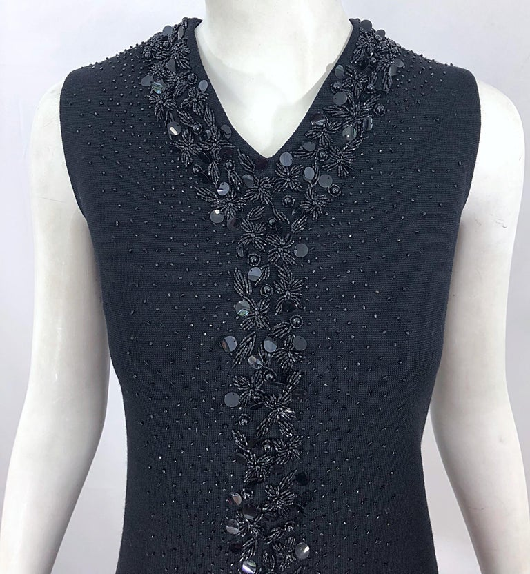 Chic 1960s St Andrews Black Zephyr Wool British Hong Kong Beaded 60s Shift Dress In Excellent Condition For Sale In Chicago, IL