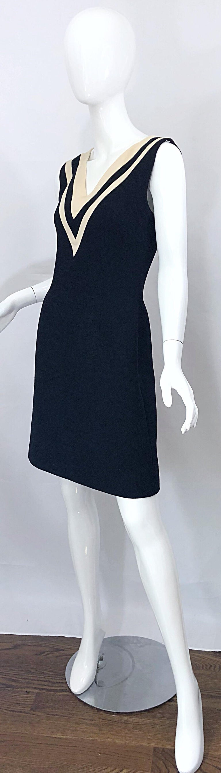 Women's Dolce & Gabbana Size 42 / US 6 Black and Ivory 1990s Does 1960s Wool Shift Dress For Sale