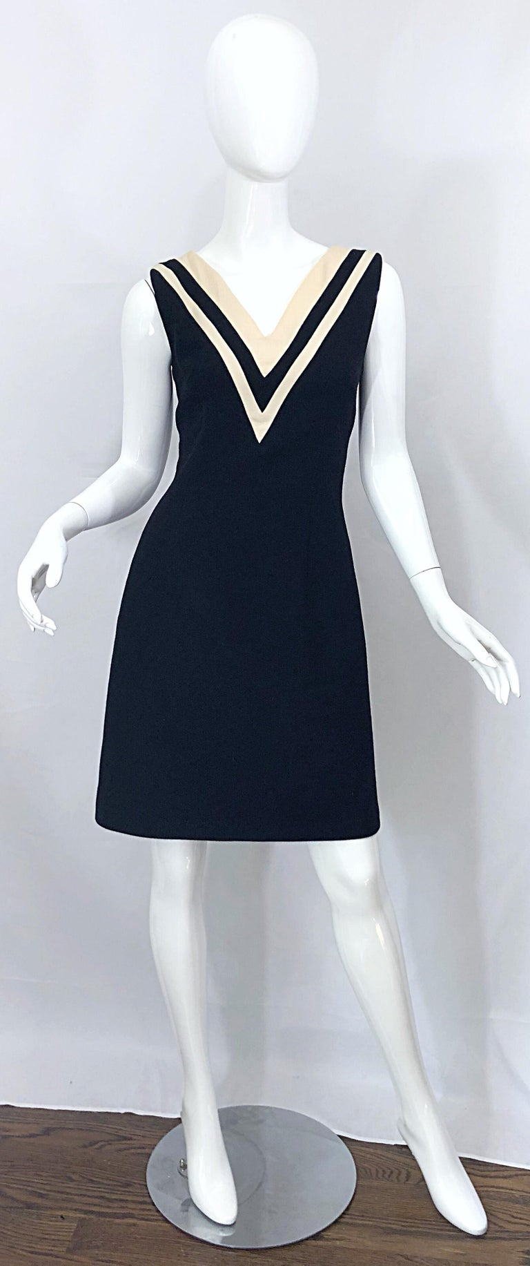 Dolce & Gabbana Size 42 / US 6 Black and Ivory 1990s Does 1960s Wool Shift Dress For Sale 8