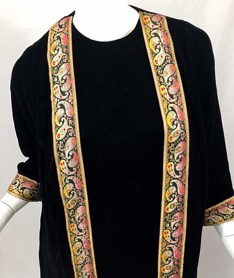 1960s Bonwit Teller Black Velvet Paisley Vintage 60s Moroccan Caftan Maxi Dress In Excellent Condition For Sale In Chicago, IL