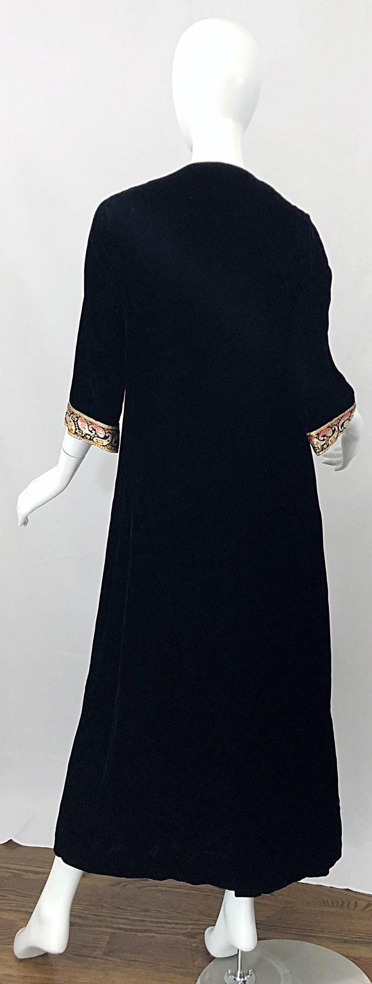 Women's 1960s Bonwit Teller Black Velvet Paisley Vintage 60s Moroccan Caftan Maxi Dress For Sale