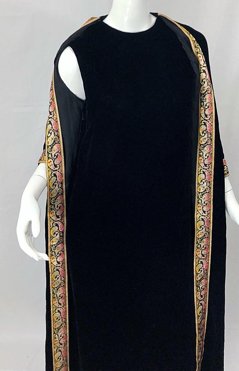 1960s Bonwit Teller Black Velvet Paisley Vintage 60s Moroccan Caftan Maxi Dress For Sale 4